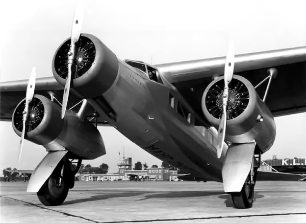 Image of the Fokker F.XX with the large gear doors still installed.