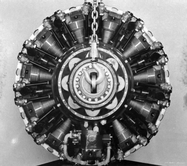 Front of view of the Cyclone 22 showing the 22 R-3350 cylinders tightly packed around the forged steel crankcase. (Aircraft Engine Historical Society image)