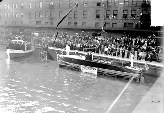 The Disturber IV being launched on he Chicago River 2 July 1914. (Image DN-0063061, Chicago Daily News negatives collection, Chicago History Museum)