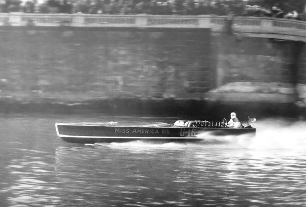 Miller V-16 Wood Miss America VIII at speed