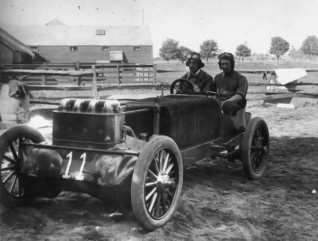 Christie 1905 racer and Robertson