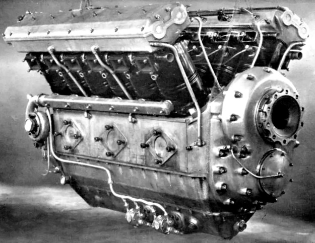The Daimler-Benz OF-2 diesel engine was very similar to the spark ignition F-2. Note the dual overhead camshafts in the Elektron housing above the individual cylinders. This was one of the OF-2's features that was not incorporated into the LOF-6.