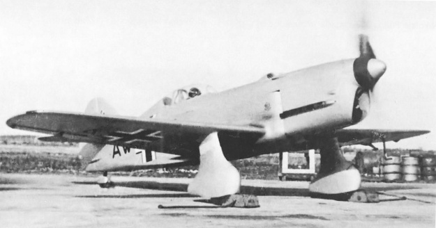 VEF I-16 Front right