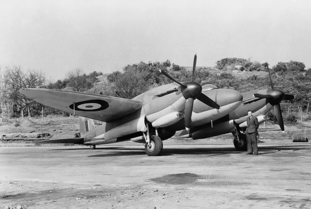 Vickers Type 432 front right