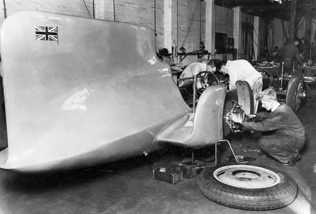 Campbell-Napier-Railton Blue Bird build rear 1931