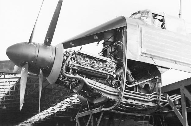 Napier Nomad I Avro Lincoln install