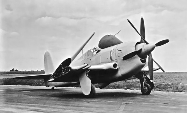Curtiss-XF14C-2-wings-folded