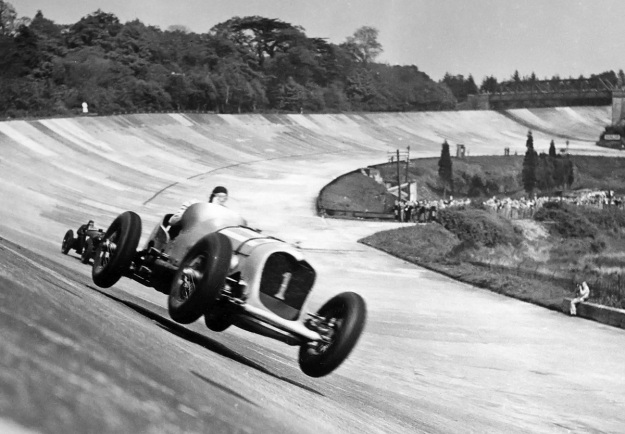 Napier-Railton-Brooklands-jump