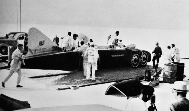 Eyston-Thunderbolt-1938-tail-black-sides