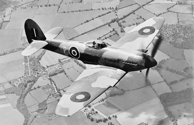 Hawker-Tempest-I-in-flight-top