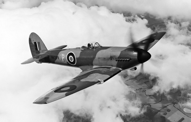 Hawker-Tempest-I-in-flight