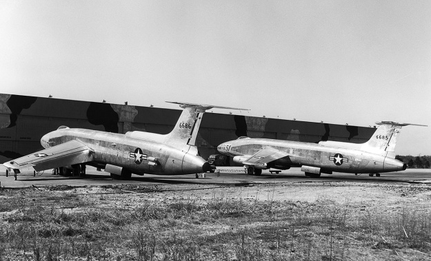 Martin-XB-51-two-ship-plant