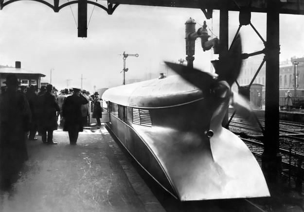 Rail-Zeppelin-four-blade-station