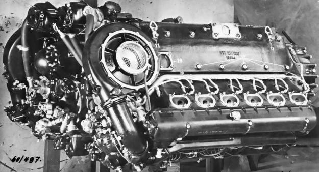 Daimler-Benz-DB-610-engine-rear