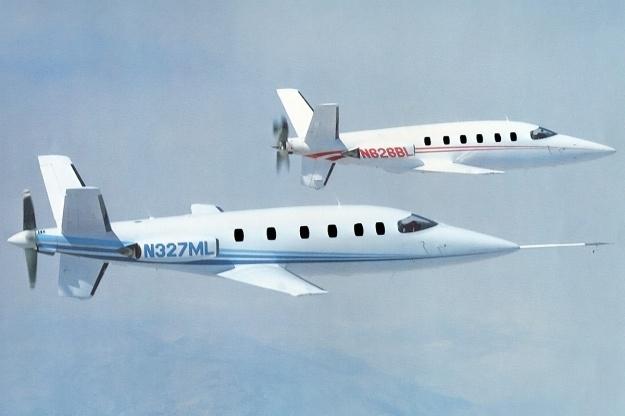 Lear-Fan-E001-and-E003-in-flight-side