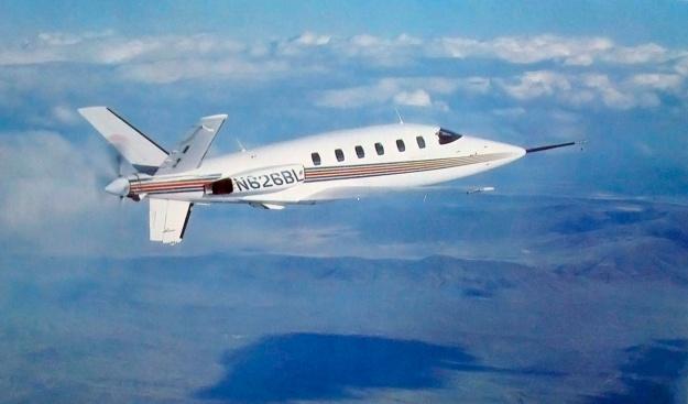Lear-Fan-E001-in-flight-rear