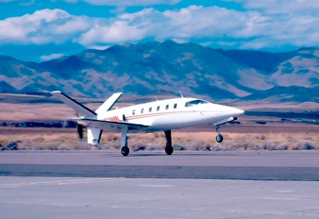 Lear-Fan-E001-landing-Stead