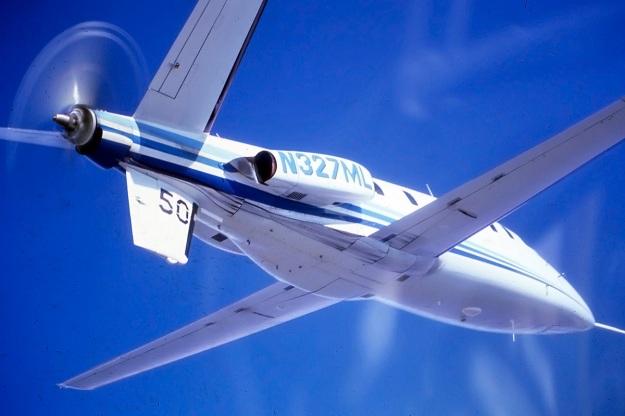 Lear-Fan-E003-in-flight-bottom