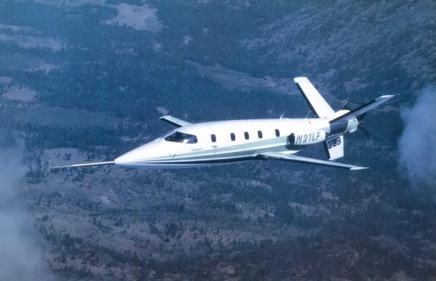 Lear-Fan-E003-in-flight-green
