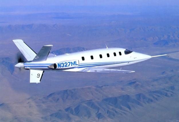 Lear-Fan-E003-in-flight-rear