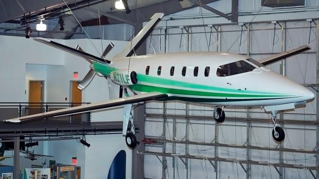 Lear-Fan-E009-Frontiers-of-Flight